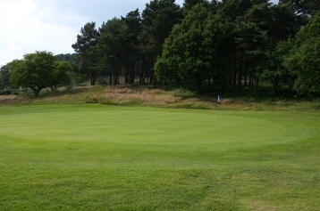 The view of the 6th green from the back right-hand side.