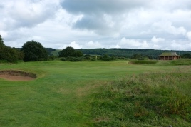 The view of the approach to the 4th green from the right-hand side of the fairway.
